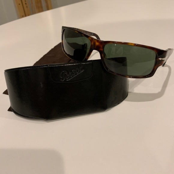 c10d6ce9ad8a5 Persol 2720-S tortoise shell sunglasses. M 5bfce3487386bc83cdf7b0af